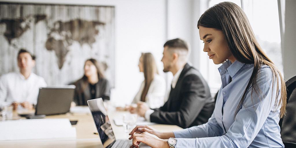 oficina-grupo-trabajando